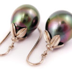 Black Tahitian pearls in 18 karat palladium white gold