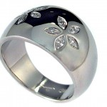 Marquise cut diamonds set in 19 kt. white gold. Daisy ring