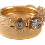 Brilliant cut diamonds set in 19 kt. white gold and 18 kt. yellow gold. Garland ring