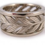 19 kt. white gold. Laurel ring